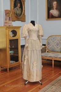 Kleid um 1887-1888