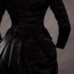 Trauerkleid aus Seide um 1875-1880 - Details